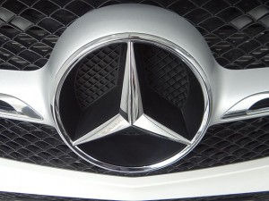 (Mercedes-Benz,_Silver,_front_logo,_(Mercedes-Benz_Photography_by_David_Adam_Kess)